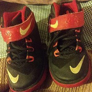 Toddler black nike shoes size 11c